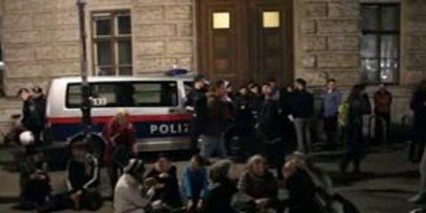 Uni Wien am Abend von WEGA geräumt