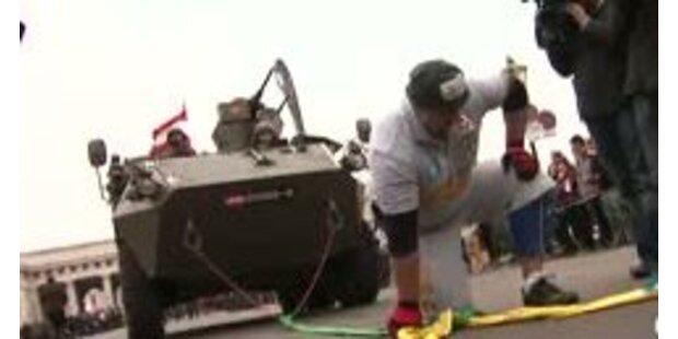 Neuer Weltrekord im Panzerziehen geschafft!