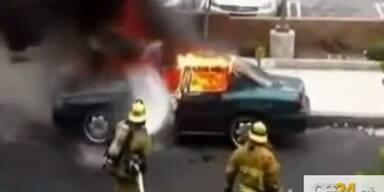 Feuerwehrmann löscht trotz Explosion weiter