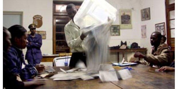 Gerüchte über Flucht Mugabes ins Exil dementiert