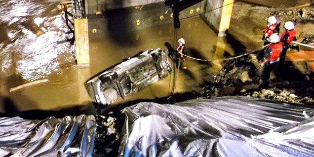 Auto stürzt in Bach: Zwei Tote