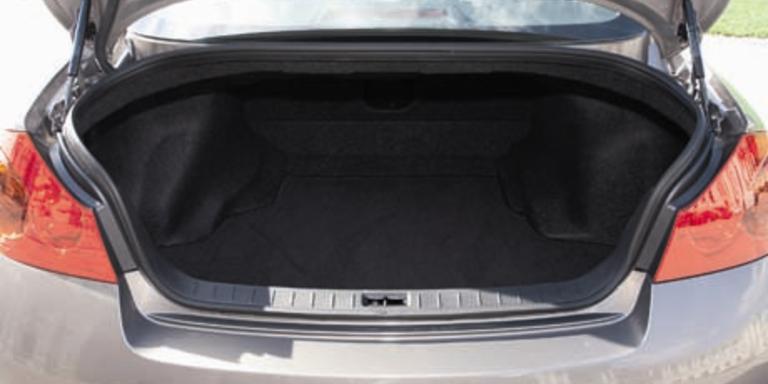 Hier haben viele Koffer Platz: Der Kofferraum fasst 450 Liter. Bild: Singer