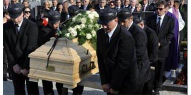 Fred Sinowatz wurde in Neufeld beigesetzt
