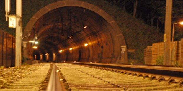 Von Zug erfasst: Rätsel um totes Paar im Tunnel