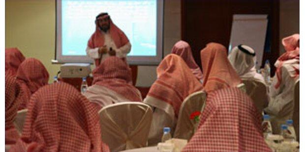 Saudische Frauen attackieren Sittenwächter