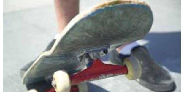 Skater erleidet schwere Kopfverletzungen