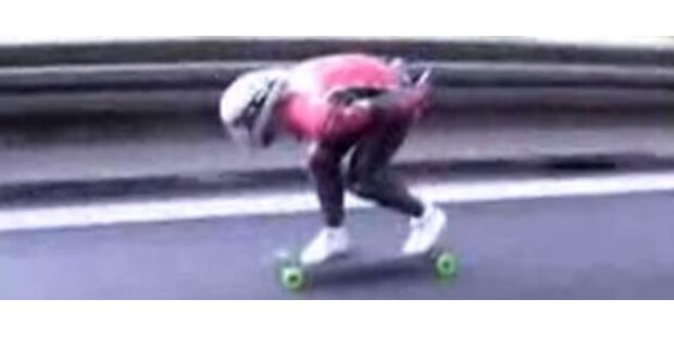 Skater raste mit 100 km/h über die A8
