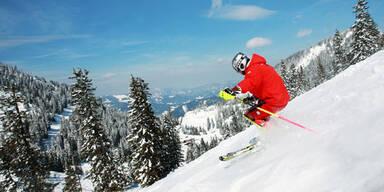 Start der Skisaison: Skifahrer auf Piste