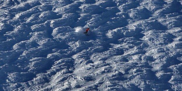 Burschen rauben gestürzten Skifahrer aus
