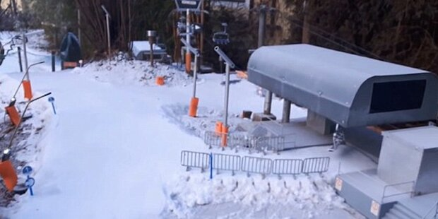 Kärntner Bub baut Mini-Ski-Gebiet im Garten