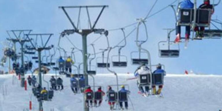 Salzburg: Skifahrerin fiel vom Sessellift