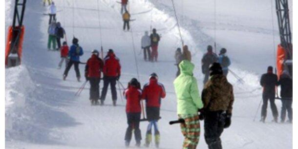 Volle Skipisten und Hotels in ganz Österreich