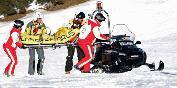 Bub prallt beim Skifahren gegen Mauer