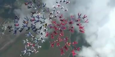 101 Frauen brechen Fallschirmrekord