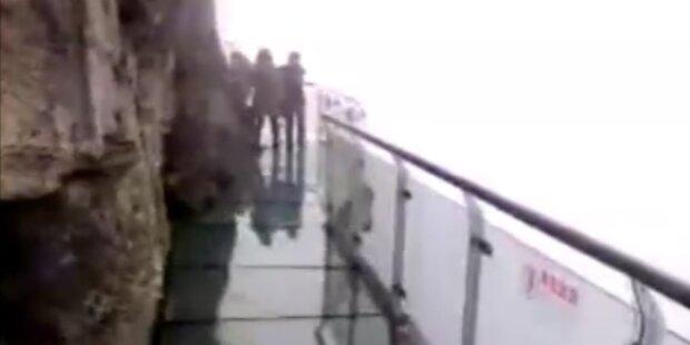 Transparenter Skywalk in 1500m Höhe