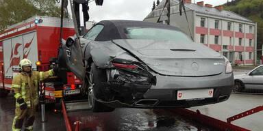 570-PS-Sportwagen auf der A1 geschrottet