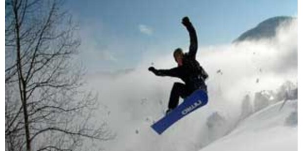 Snowboarder stirbt nach Sprung über Geländekante