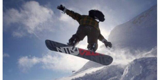 Snowboarder stürzt 40 Meter in OÖ ab