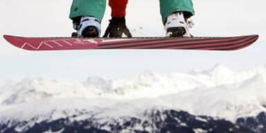 Snowboarder stirbt nach Kopfsturz in Tirol