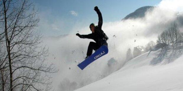 Snowboarder stürzt 30 m tief