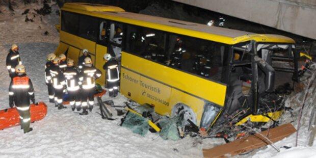 Bus abgestürzt: Bremsen versagt?