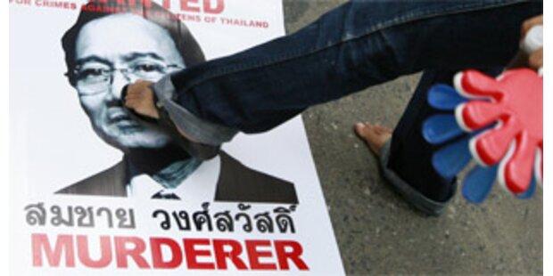 Thailands Premier mit Schuhen beworfen