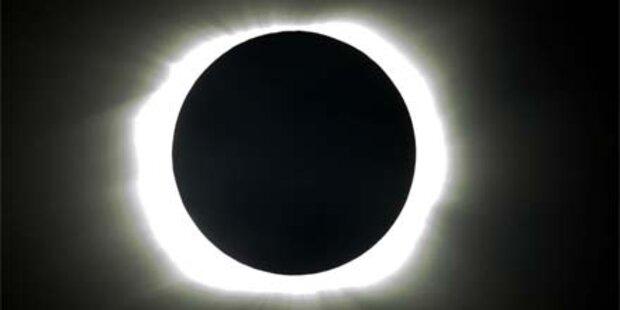 Spektakuläre totale Sonnenfinsternis