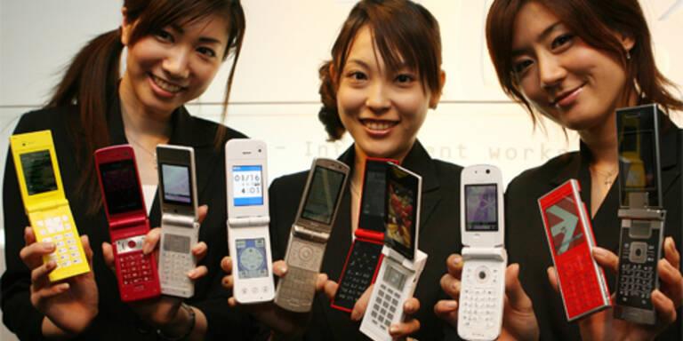 Sony Ericsson bringt Dufthandys mit neun verschiedenen Aromen auf den Markt.(c)AFP PHOTO / TOSHIFUMI KITAMURA