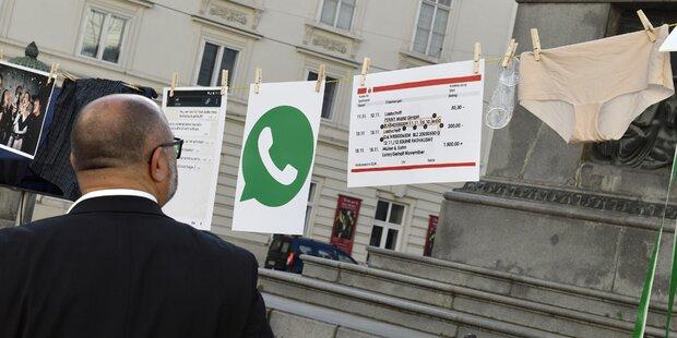 SPÖ protestiert mit Slips und Kondomen