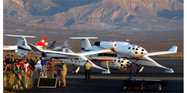 Branson stellt Flugzeug für Weltraumreisen vor