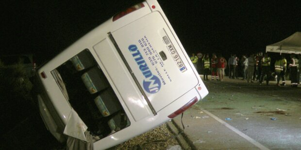 Fünf Kinder bei Bus-Unfall getötet