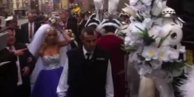 Lugner Hochzeit: Ab in die Kutsche