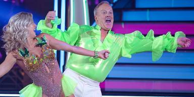 Trumps Ex-Sprecher tanzt im Neon-Hemd zu Spice Girls