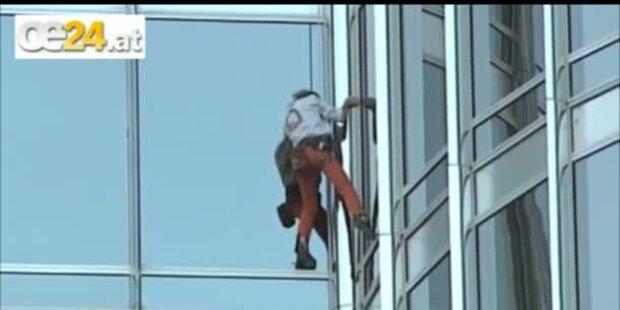 Spiderman klettert auf höchstes Haus der Welt