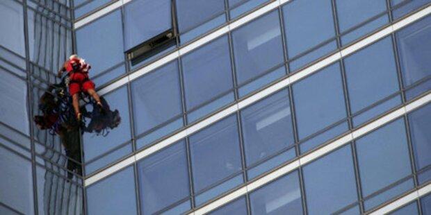 Spiderman klettert auf Wolkenkratzer