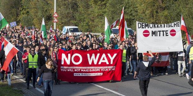 600 Menschen bei Demo gegen Flüchtlingspolitik