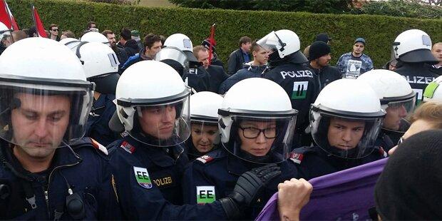 Polizei stoppt Pro-Flüchtlings-Demo