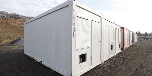 Grenz-Container in Spielfeld aufgestellt