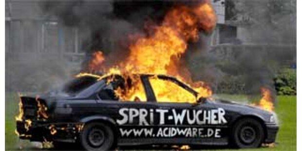 Deutscher zündete aus Protest sein Auto an