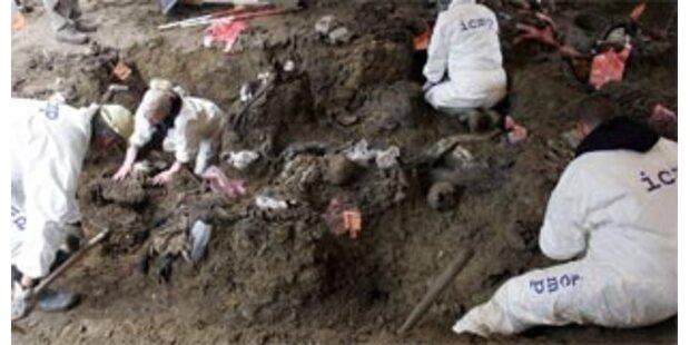 600 Leichen in Massengrab bei Srebrenica entdeckt
