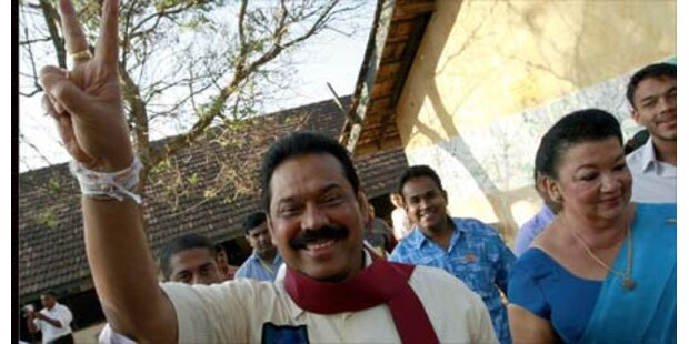 Rajapakse bleibt in Sri Lanka im Amt