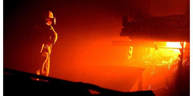 Zwei Stahlarbeiter schwer verletzt