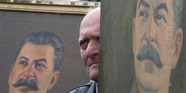 Streit über Stalin-Plakate ufert aus