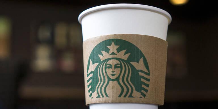 Junge Frau findet geheime Botschaft auf Starbucks-Becher