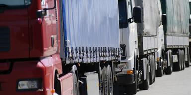 Deutsche Grenzkontrollen führen zu Lkw-Stau auf der A12