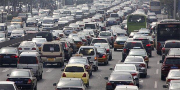 Mehr als 140 Autoschlangen in Peking