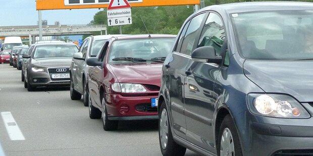 Stau nach Unfällen auf Tauernautobahn