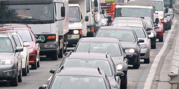 Mega-Stau: Unfall legt Tangente lahm