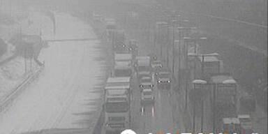 Schnee: Ganz Wien versinkt im Stau-Chaos