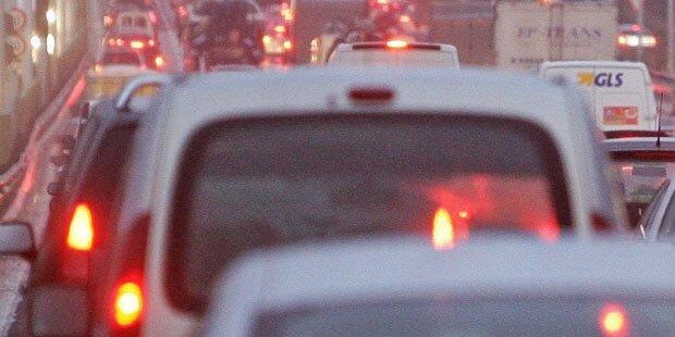 Massen-Crash führt zu Stau-Chaos auf der A1